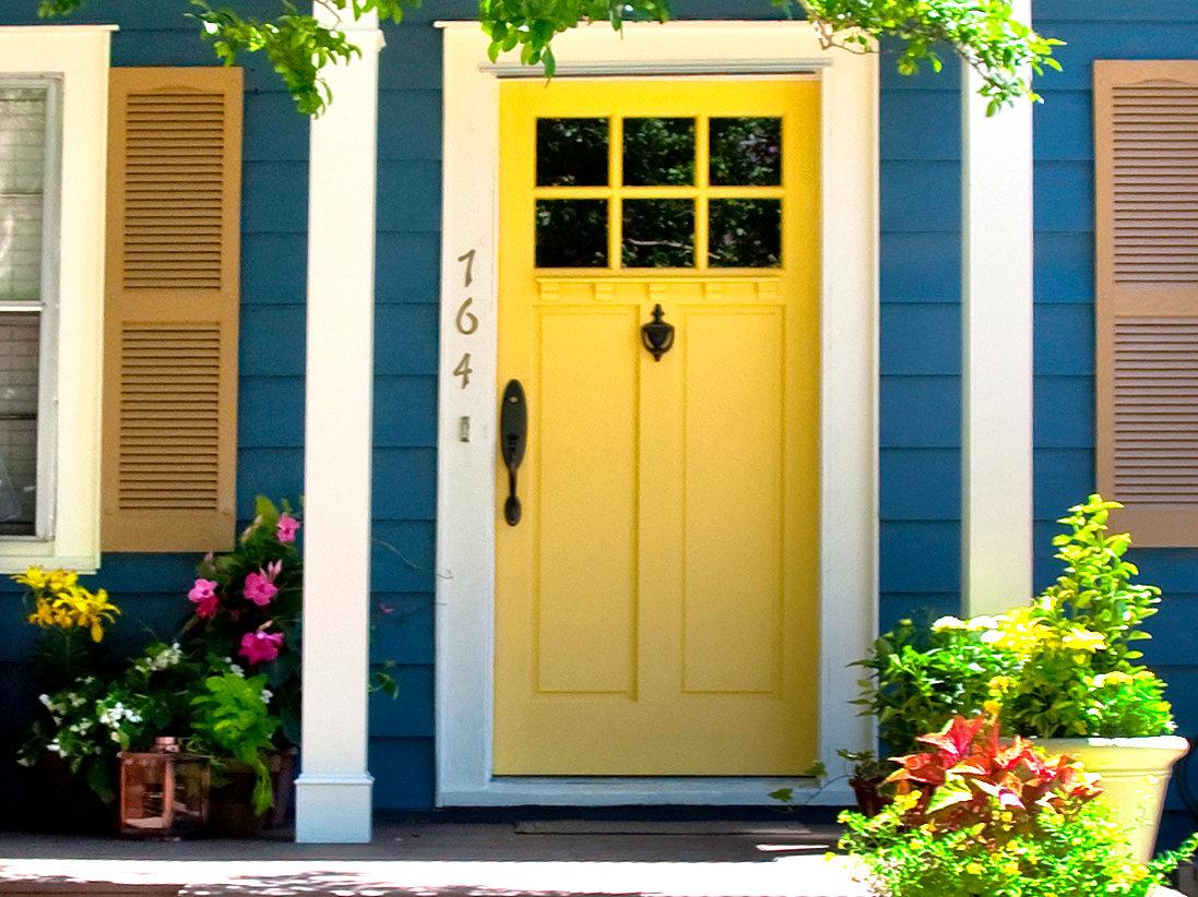 HCRB102_yellow-front-door_s4x3